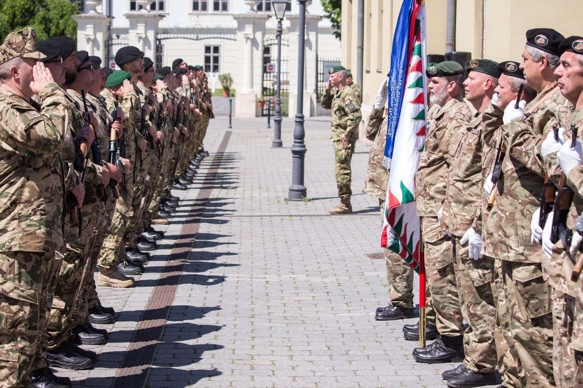 Közel százötven önkéntes területvédelmi tartalékos katona tett esküt Szécsényben
