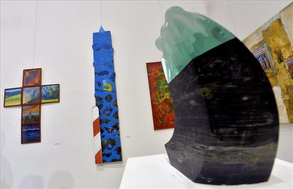 Szülőföld címmel nyílt kiállítás Szentendrén