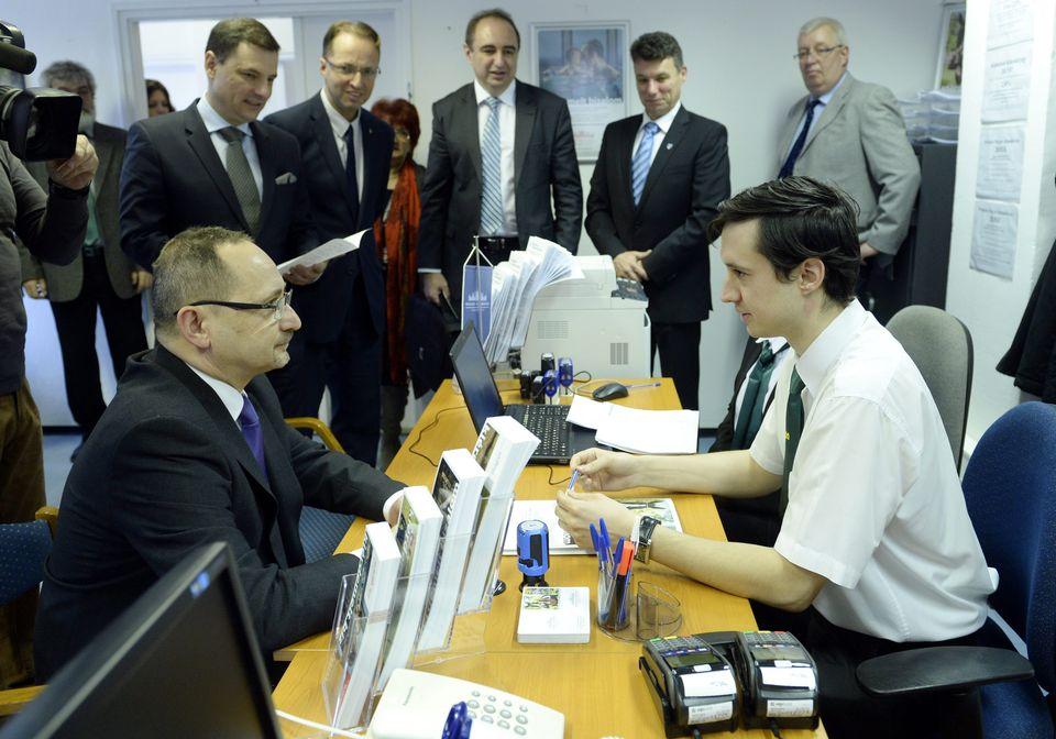 Állampapír-értékesítési pontot nyitott az államkincstár Dunakeszin