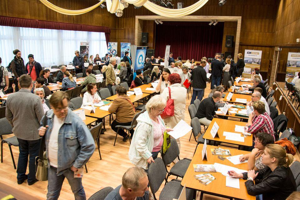 Ezeregyszáz munkalehetőség várta az érdeklődőket a tavaszi csepeli állásbörzén