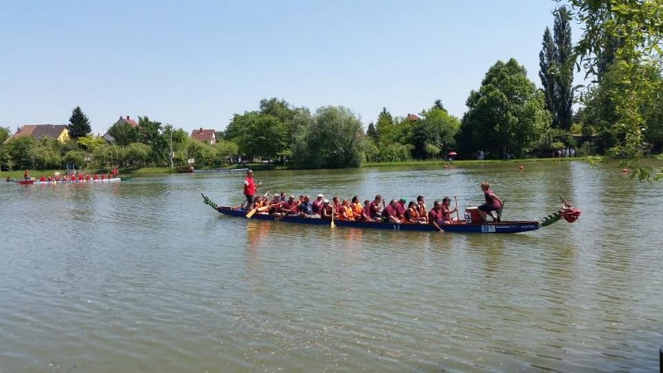 Sárkányhajó verseny a százhalombattai Csónakázó tavon a hétvégén