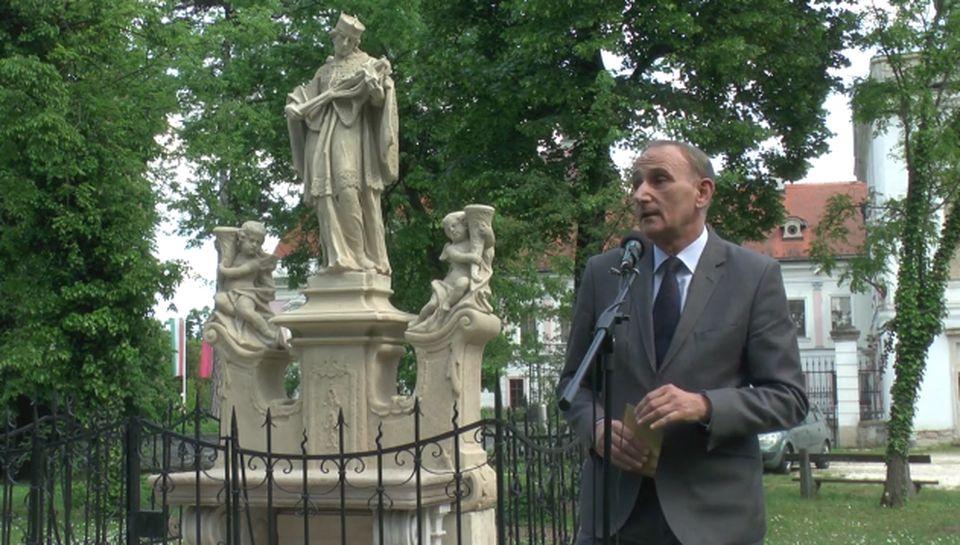 Újraszentelték a Nepomuki Szent János szobrot Gödöllőn