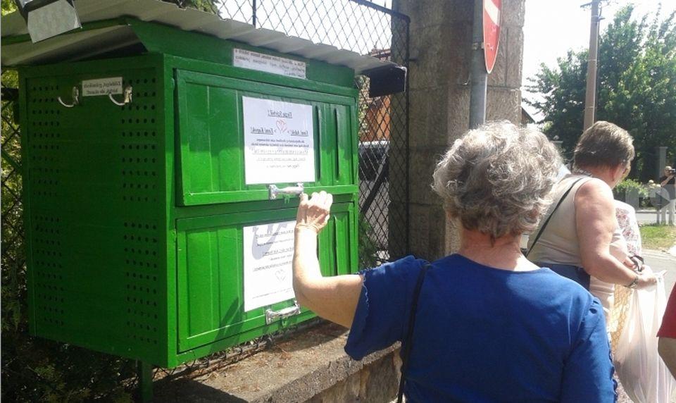 Az adománygyűjtő zöld doboz egy éve Vácon