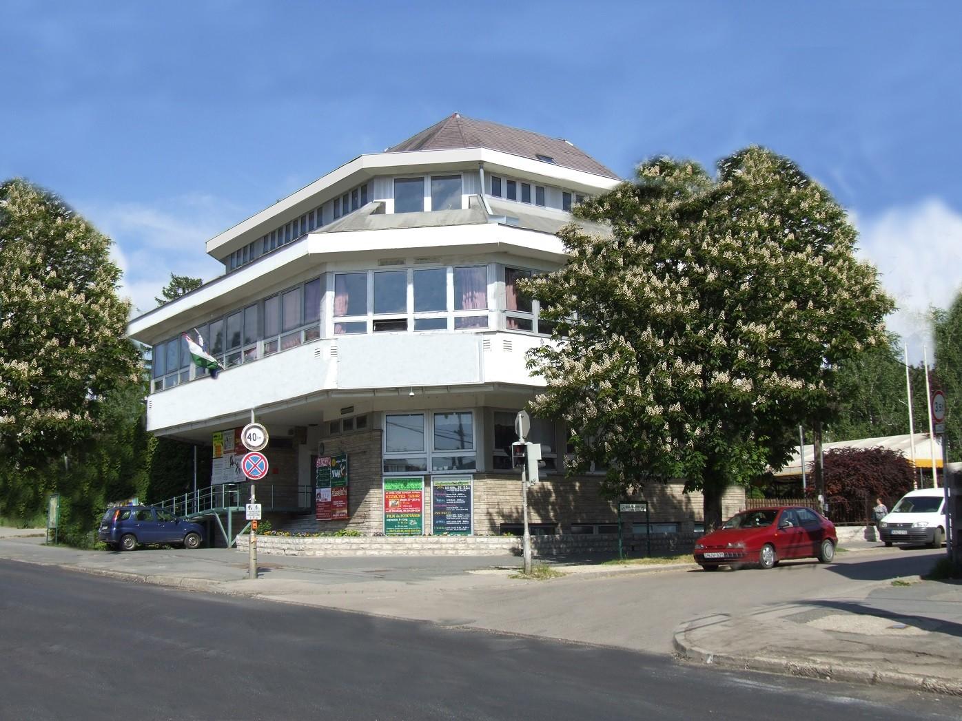Beindulnak a fejlesztések Budakeszin, a városközpont is átalakul