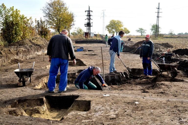 Érdekes eredményeket hozhatnak az M4-es régészeti feltárásai