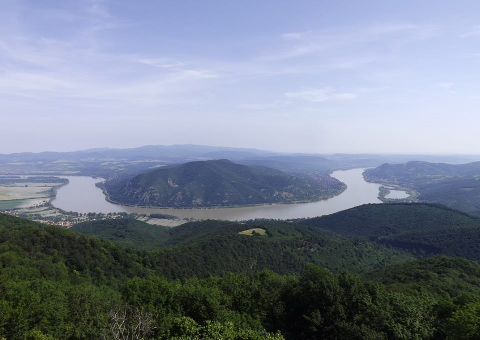 Új kilátót kapott a Visegrádi-hegység legszebb panorámája