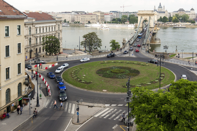 Jelentős forgalomkorlátozások léptek életbe a víz-világtalálkozó miatt