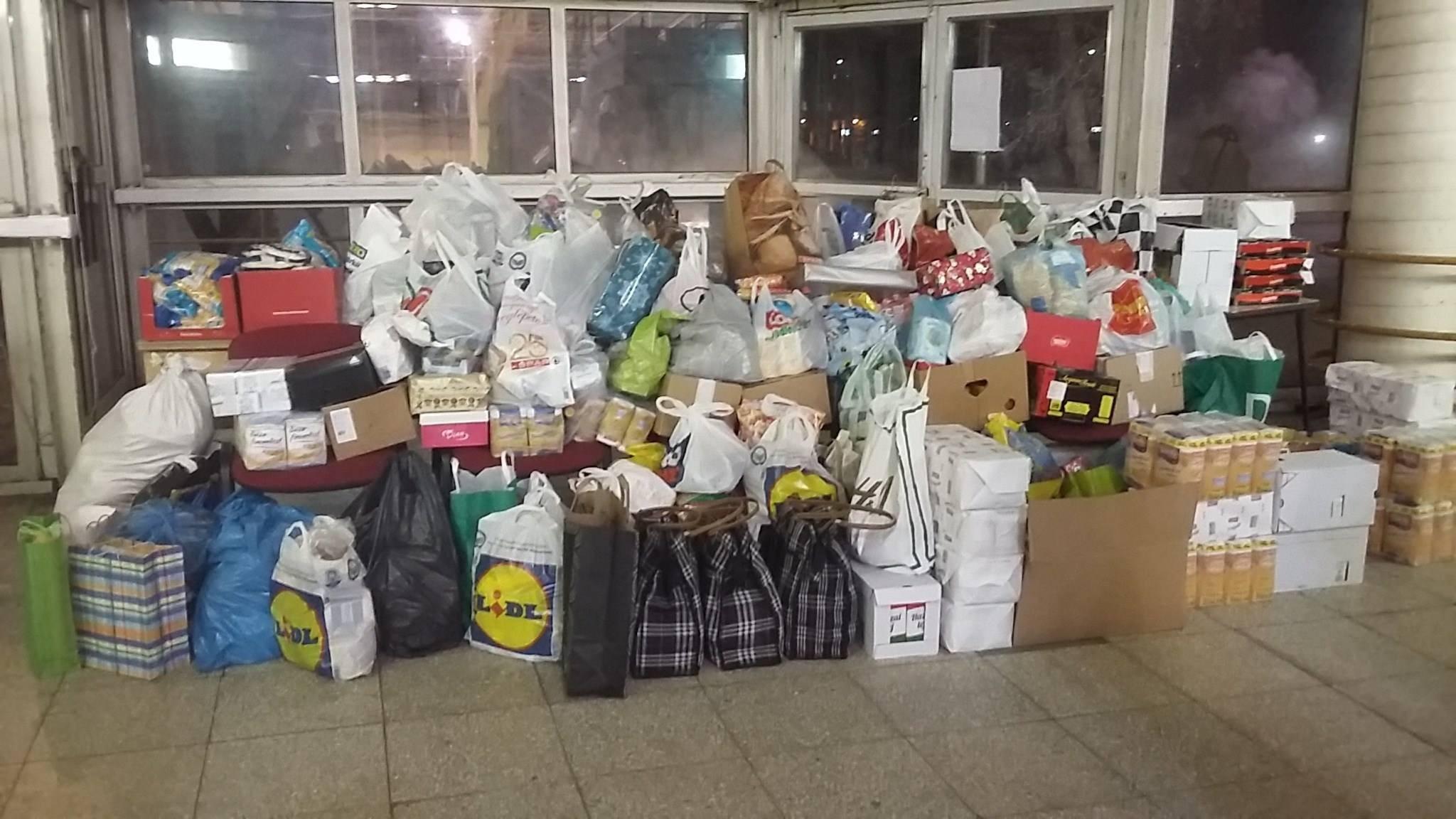 Több mint egy tonna adományt gyűjtöttek a ceglédiek