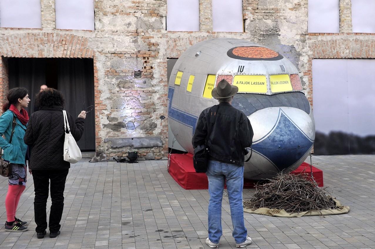 Eleven művészet egy skanzenné kövesülő kisvárosban?