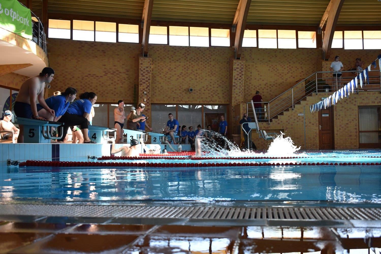 A hétvégén a monori uszodában versenyeztek az értelmi fogyatékkal élők