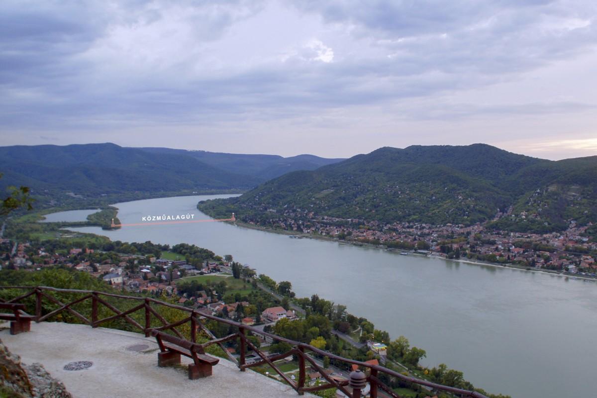 16 méteres vízoszloppal a fejünk felett sétálhatunk át a Duna alatt