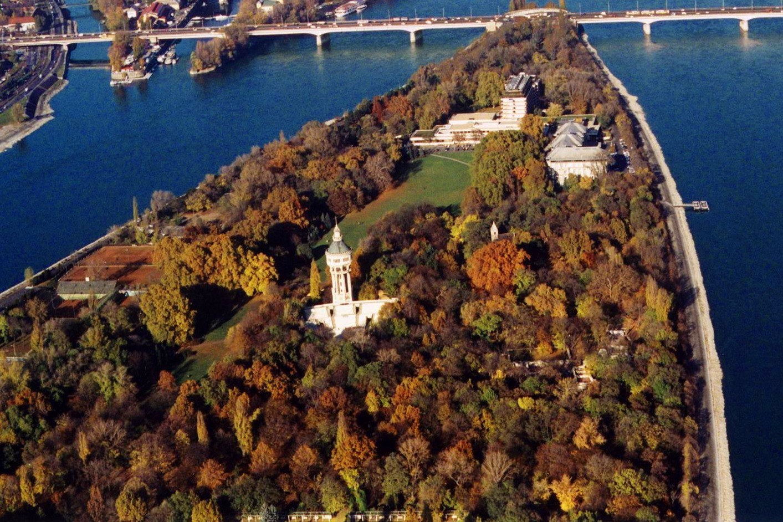 Komp köti össze a Margitszigetet a Duna Arénával