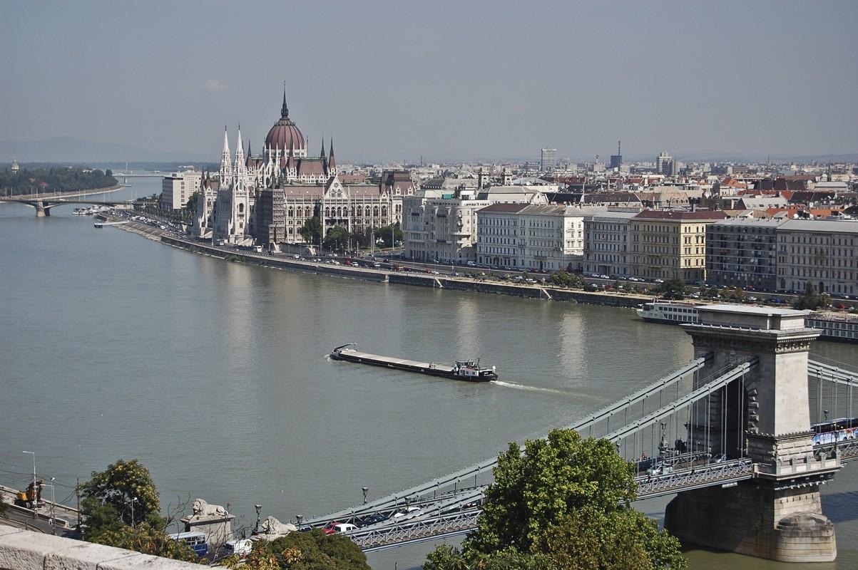 A sodrás és az örvények is rendben: Budapest közepén átúszhatjuk a Dunát