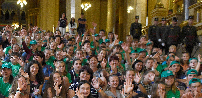 Kárpátaljai magyar gyerekek látogattak az Parlamentbe