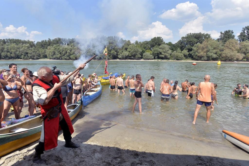Oda-vissza átúszhatjuk a Dunát szombaton