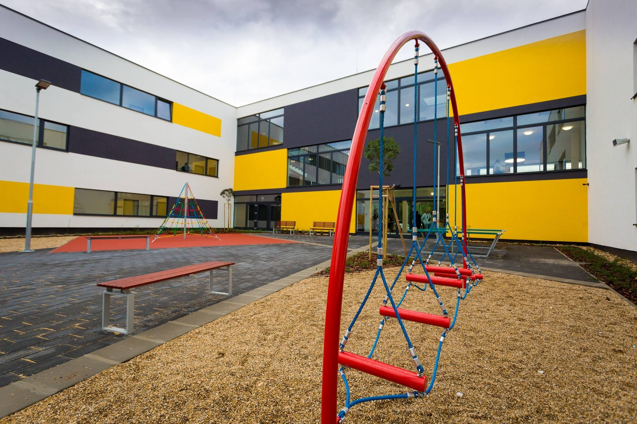 Új épületben kezdődött a tanév a 120 éves dunakeszi iskolában