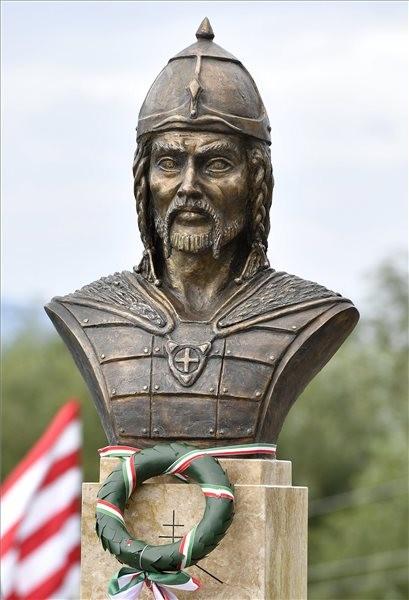 Attila nagykirály emlékhelyet állítottak Dunakeszin