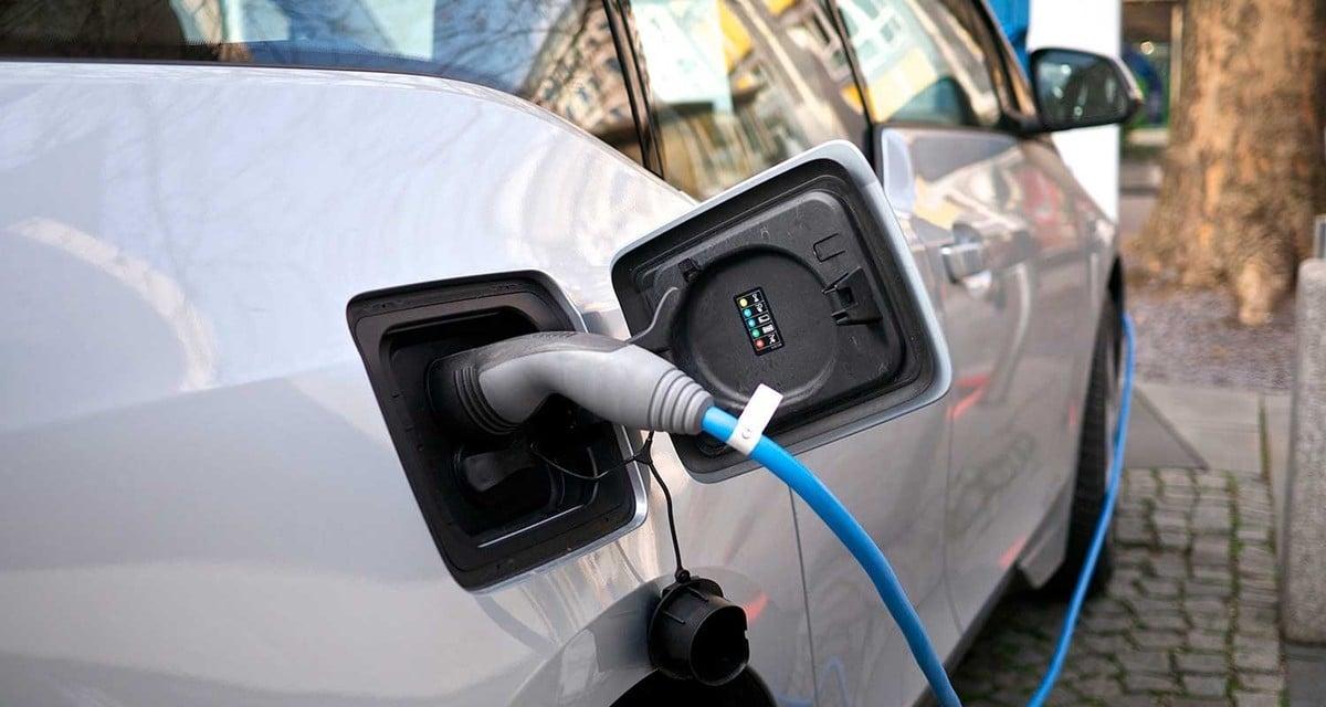 Elektromos autó töltőállomást adtak át Vácon