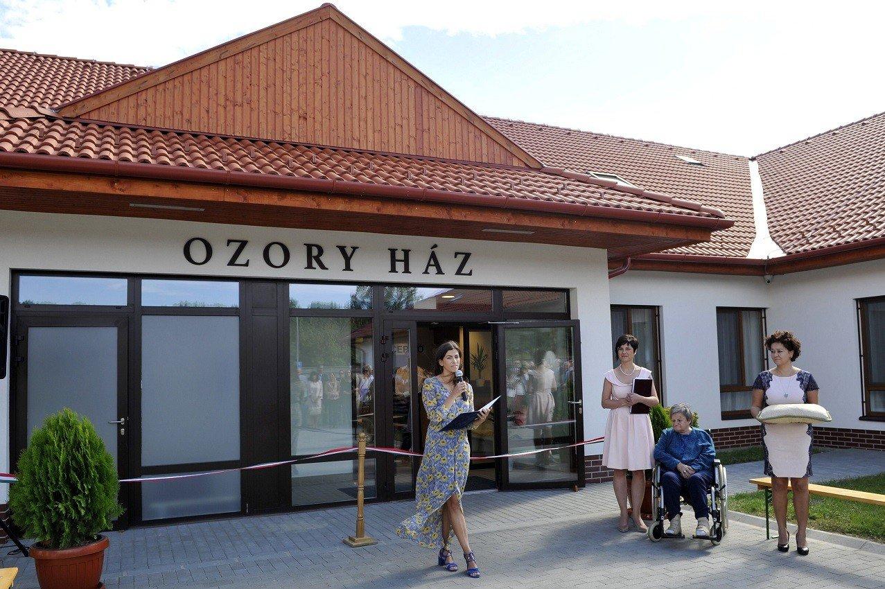 Színharmóniával segít Gödöllőn az idősek új otthona
