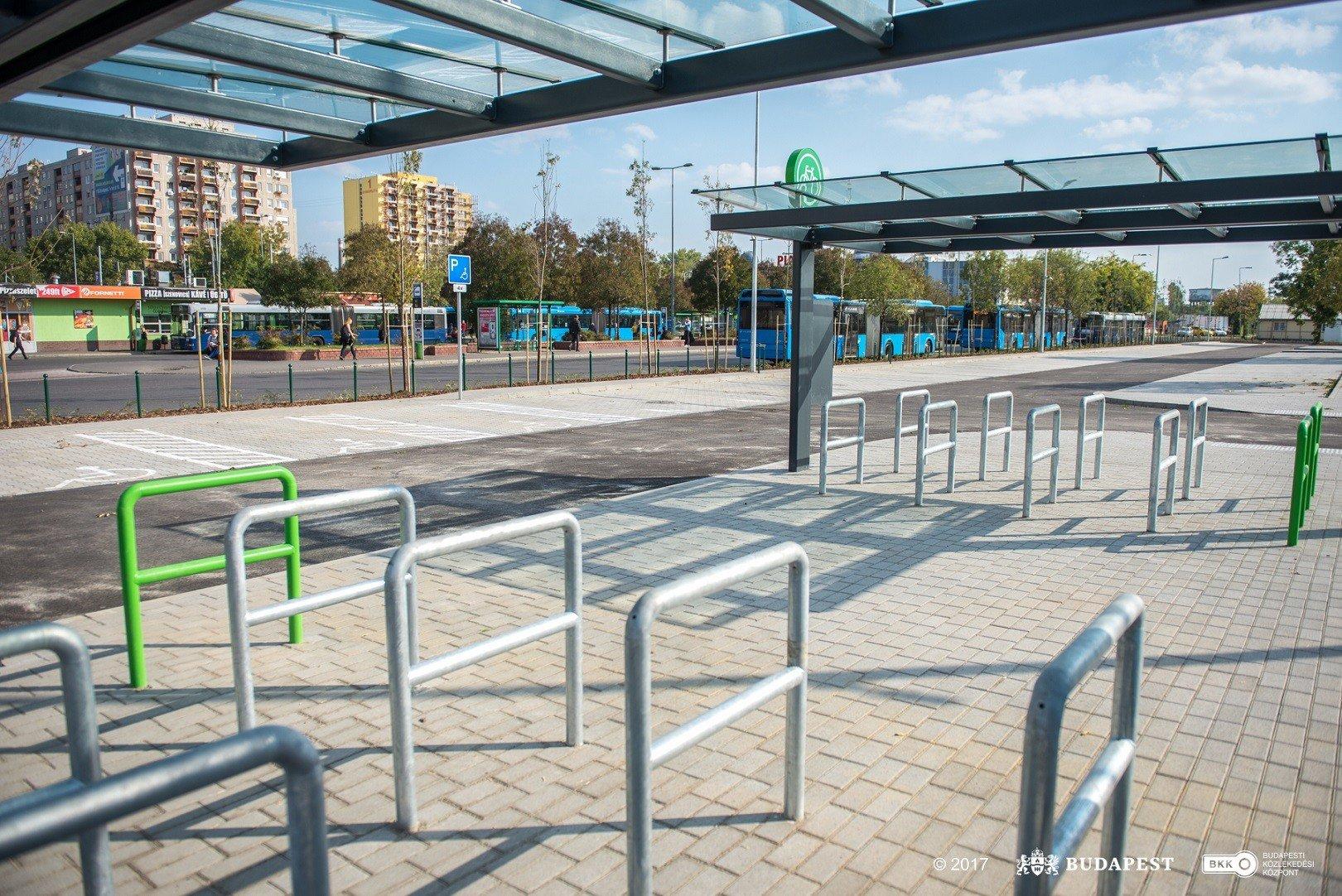 Új parkoló segíti az Örs vezér téren az ingázókat