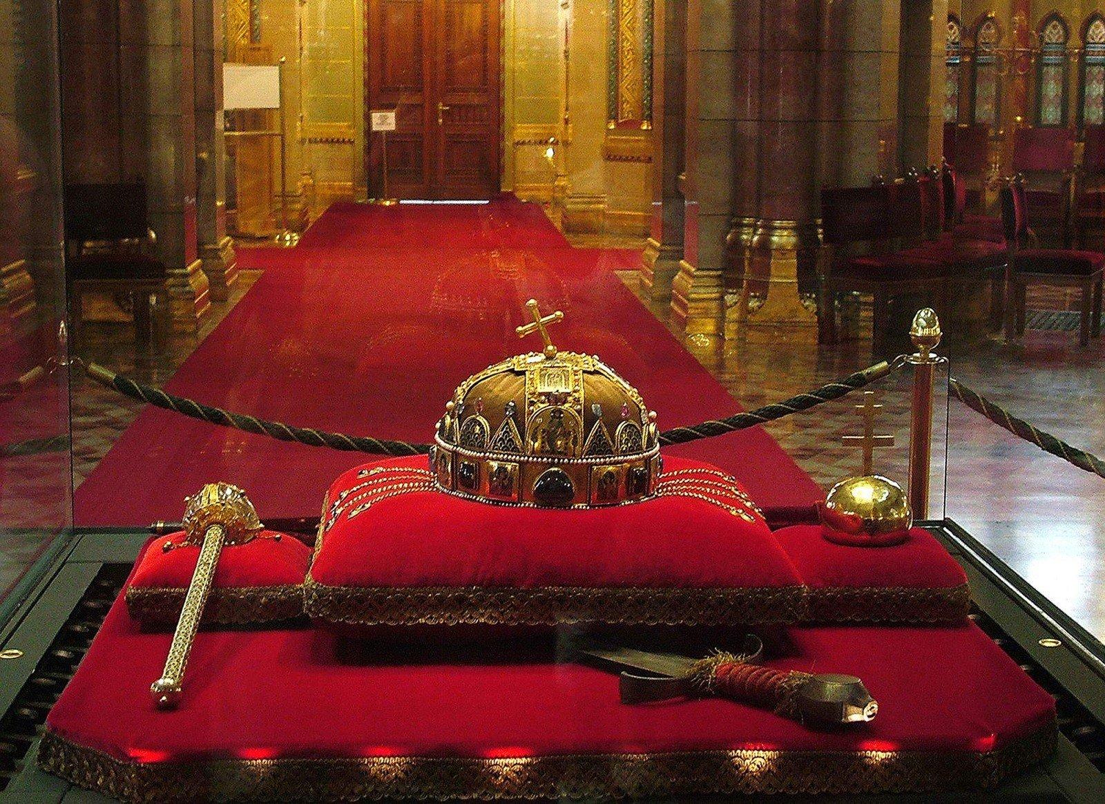 Ingyenesen lesz megtekinthető a 40 éve visszaszolgáltatott Szent Korona