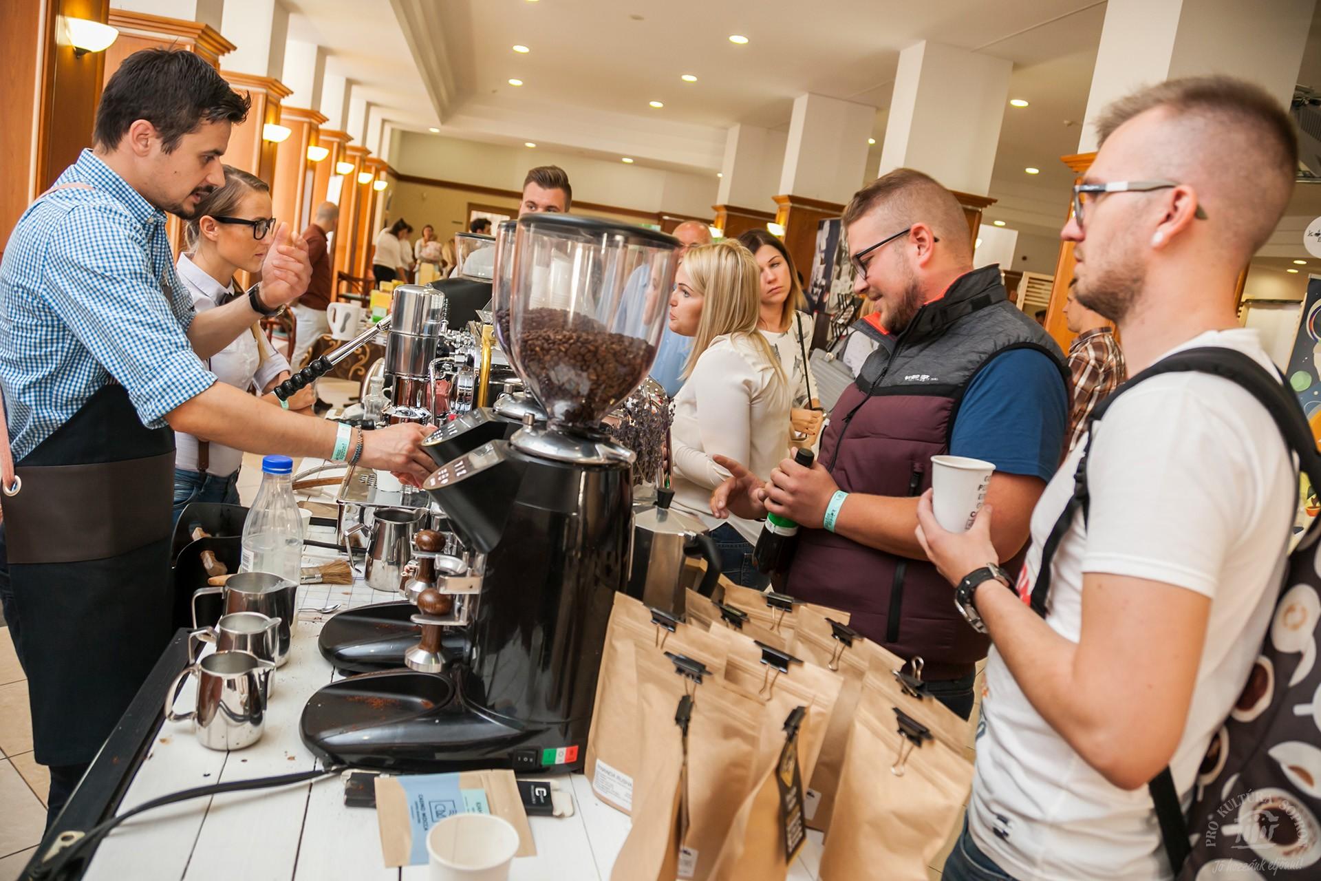 Földre szállt kávémennyországgá változik az Akvárium Klub