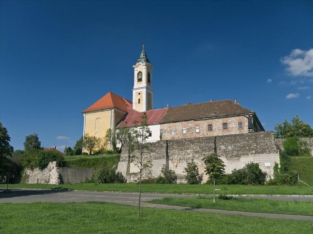 Tizenkét Pest megyei település egyházi épületei újulnak meg
