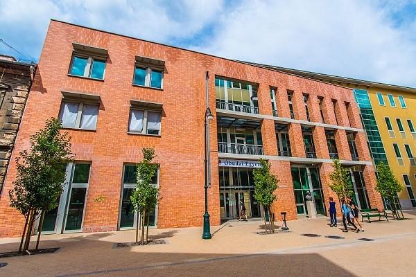 Óriáscégek támogatják a mérnökképzést az Óbudai Egyetemen