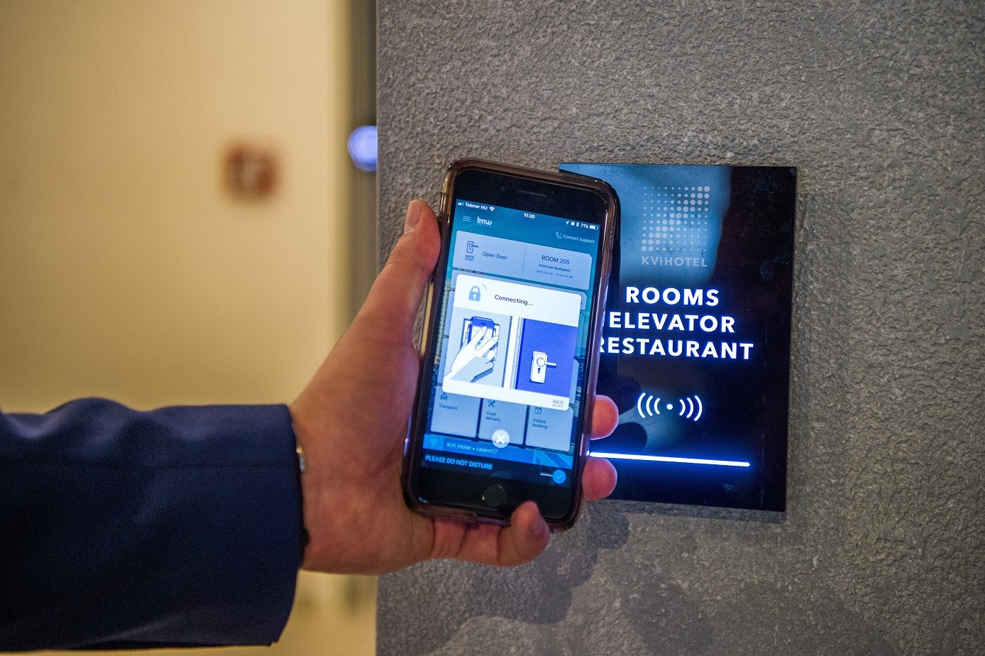 Mobiltelefon helyettesíti a recepciót egy új budapesti szállodában