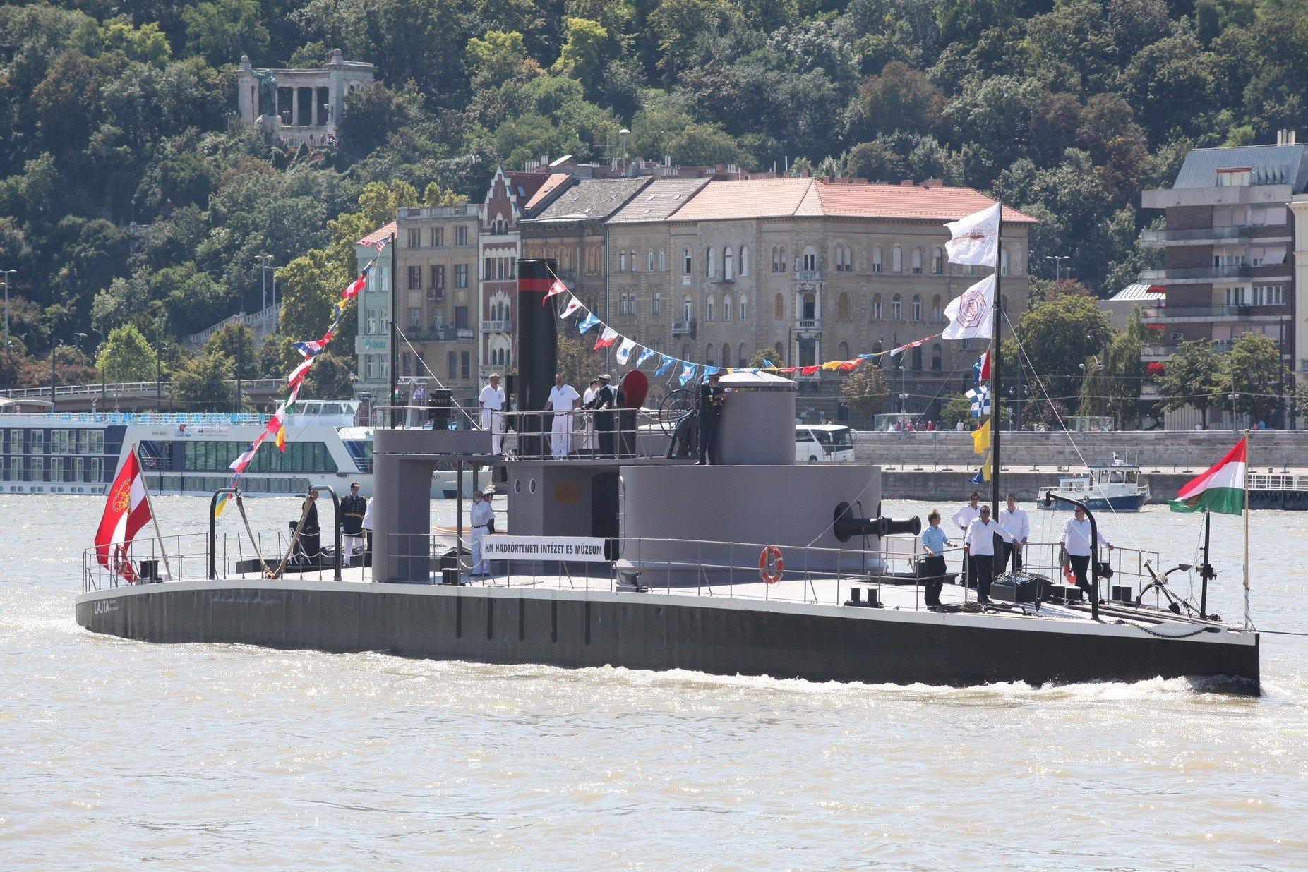Két hétig Pest megyei városokban horgonyoz egy híres magyar hadihajó