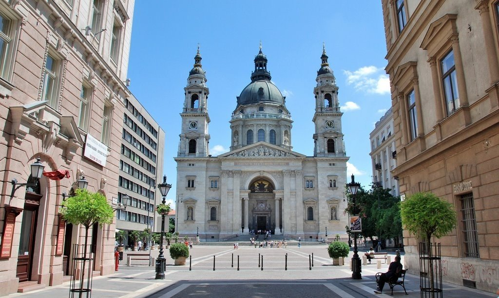 Szabadtéri Brahms-koncertet tartanak a Bazilika előtt