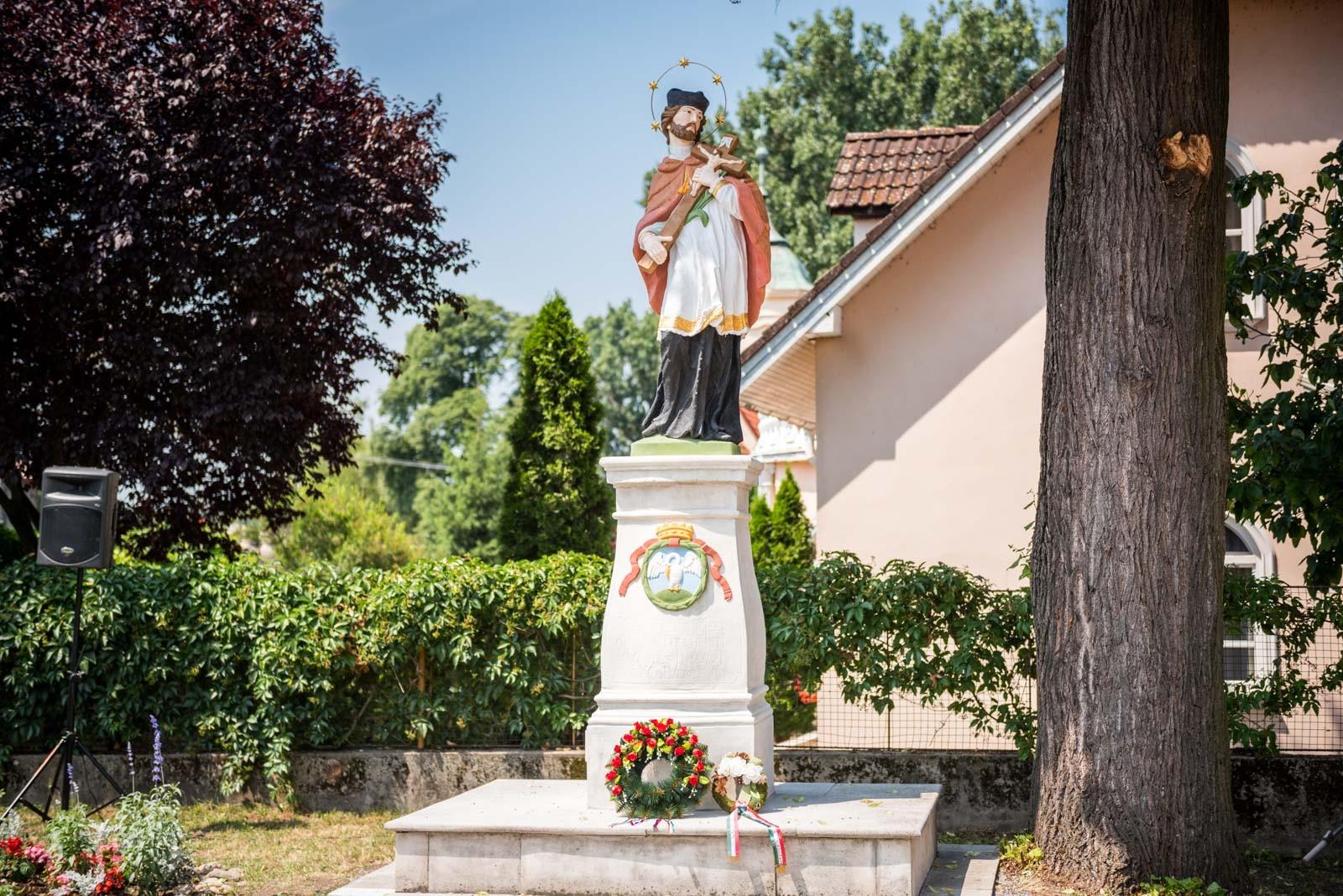 Államhatárt átlépve restauráltatta egy magyar közösség Szent János-szobrát az A-Híd
