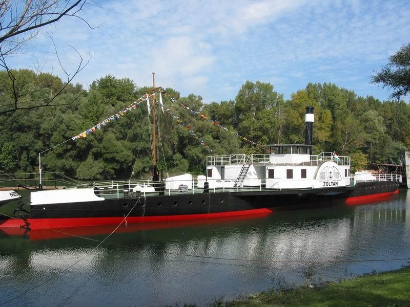 A Dunakanyar hajósforgalmáról nyílt kiállítás Neszmélyen