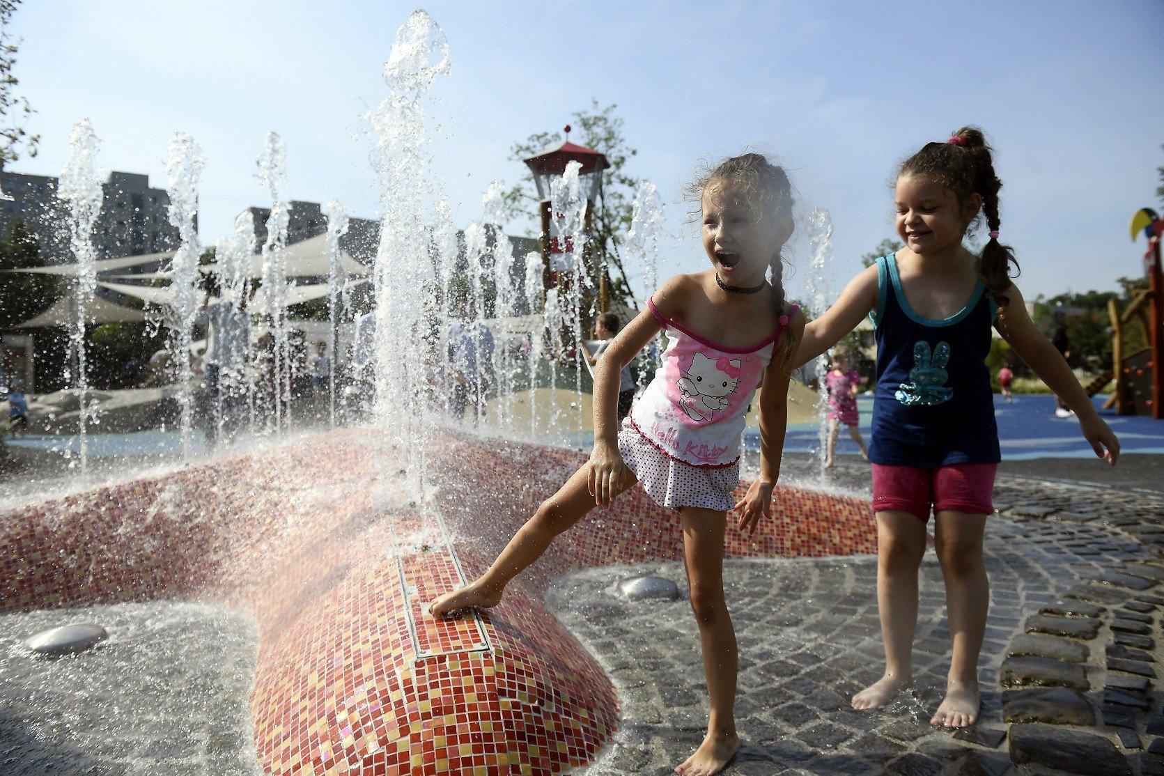 Vizes élményelemekkel nyílt meg Kispest legújabb játszótere