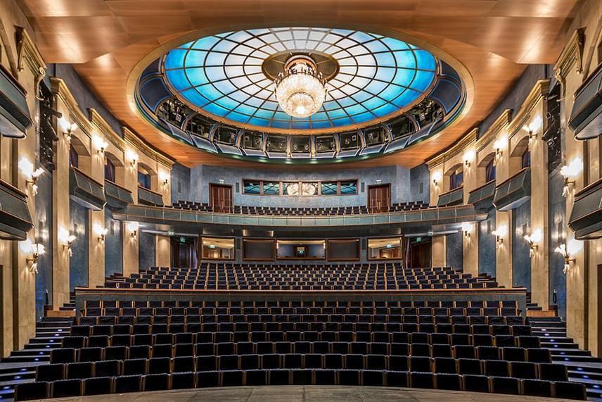 Új színpaddal nyit újra Thália Színház