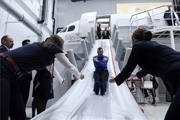 Napi 300 ember is tanulhat Budapest új pilótaképzőjében