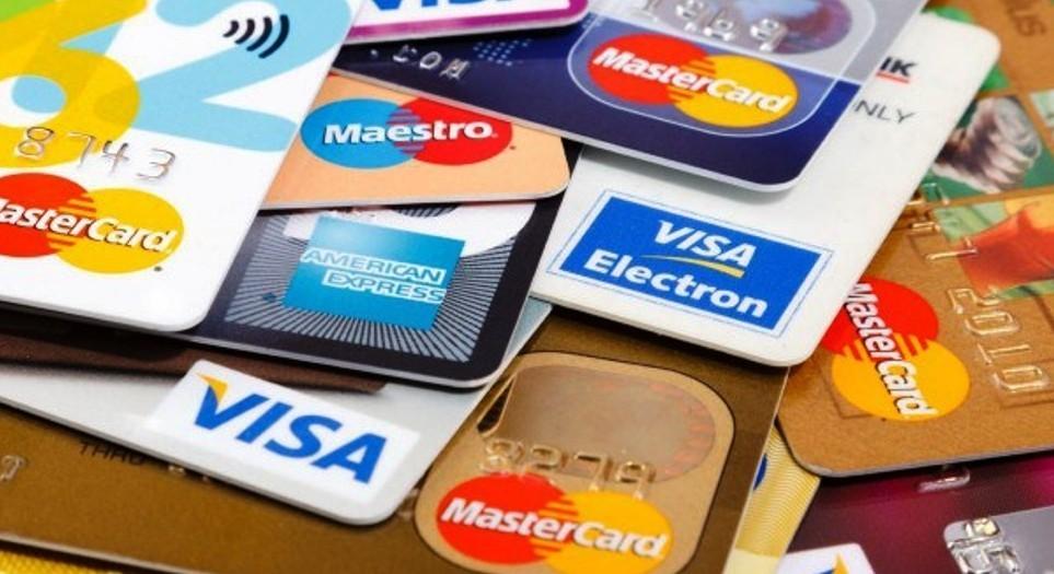 Jobban járhatunk, ha év elején igénylünk hitelkártyát