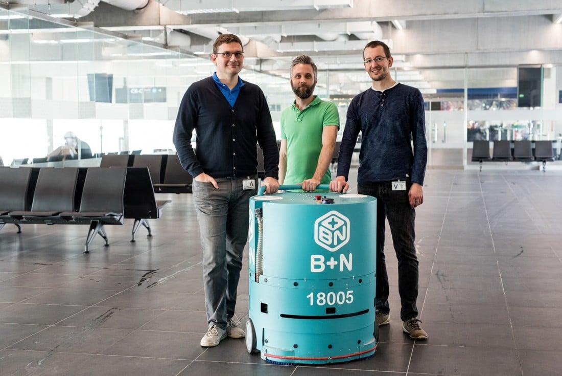 Magyar fejlesztésű robot takarít Ferihegyen