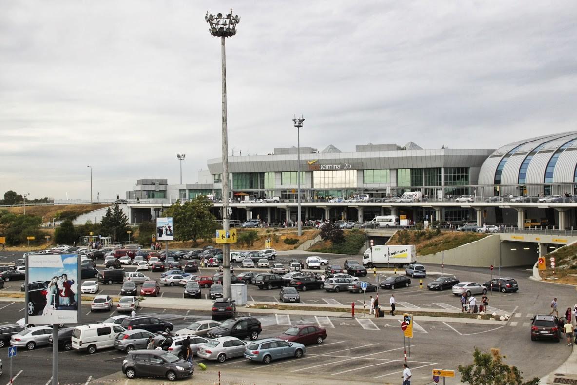 Több száz parkolóhellyel bővül a budapesti repülőtér
