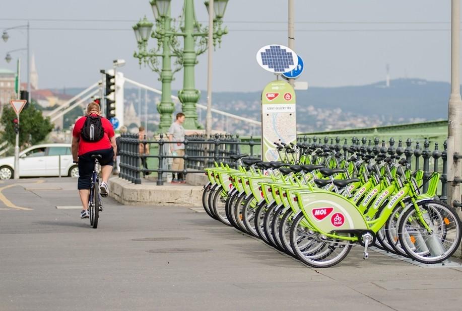 Mobilitási pontot adtak át a fővárosi Szent Gellért téren