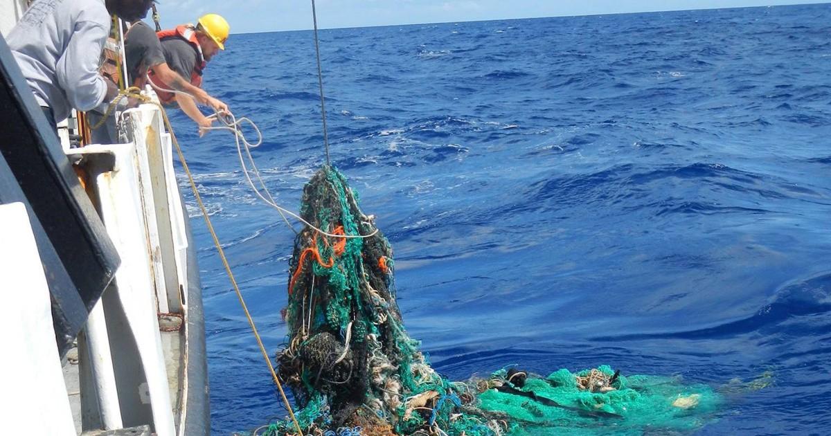 24 gépkocsi súlyával megegyező műanyaghulladékot gyűjtöttek a Csendes-óceánból