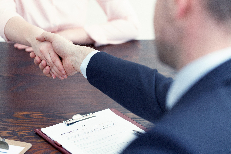 Folyamatosan csökken a regisztrált álláskeresők száma