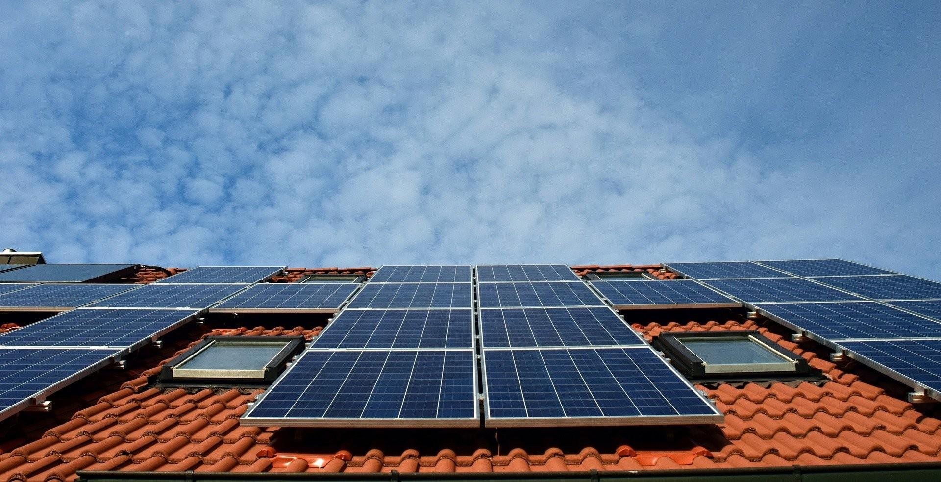 Szeptember 12-éig lehet véleményezni a lakossági napelemes és fűtési rendszer támogatására szóló pályázati tervét