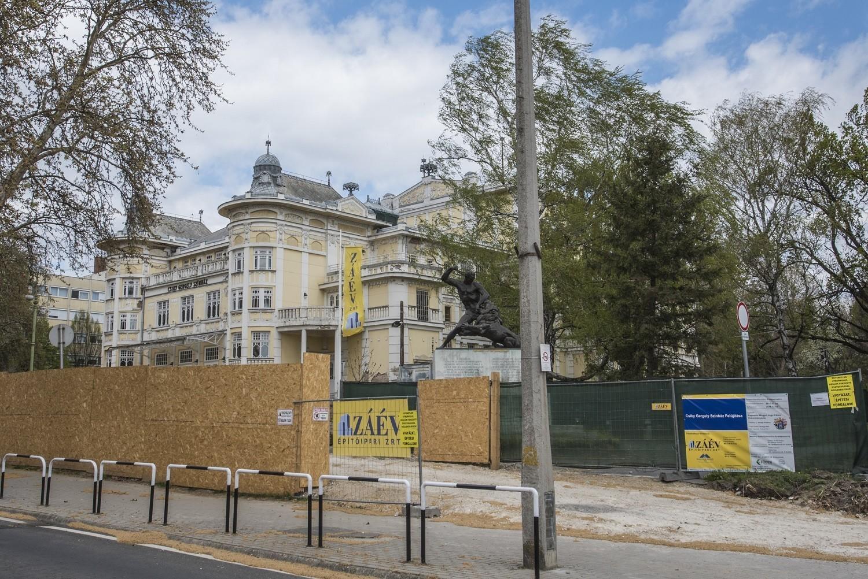 A tervek szerint halad a kaposvári színház rekonstrukciója