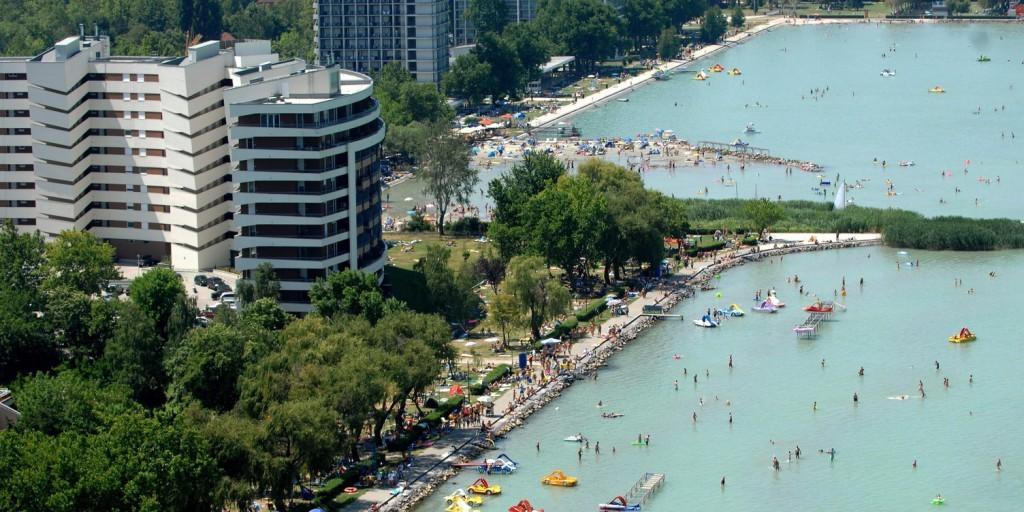 Folyamatosan emelkednek a Balaton-parti lakásárak