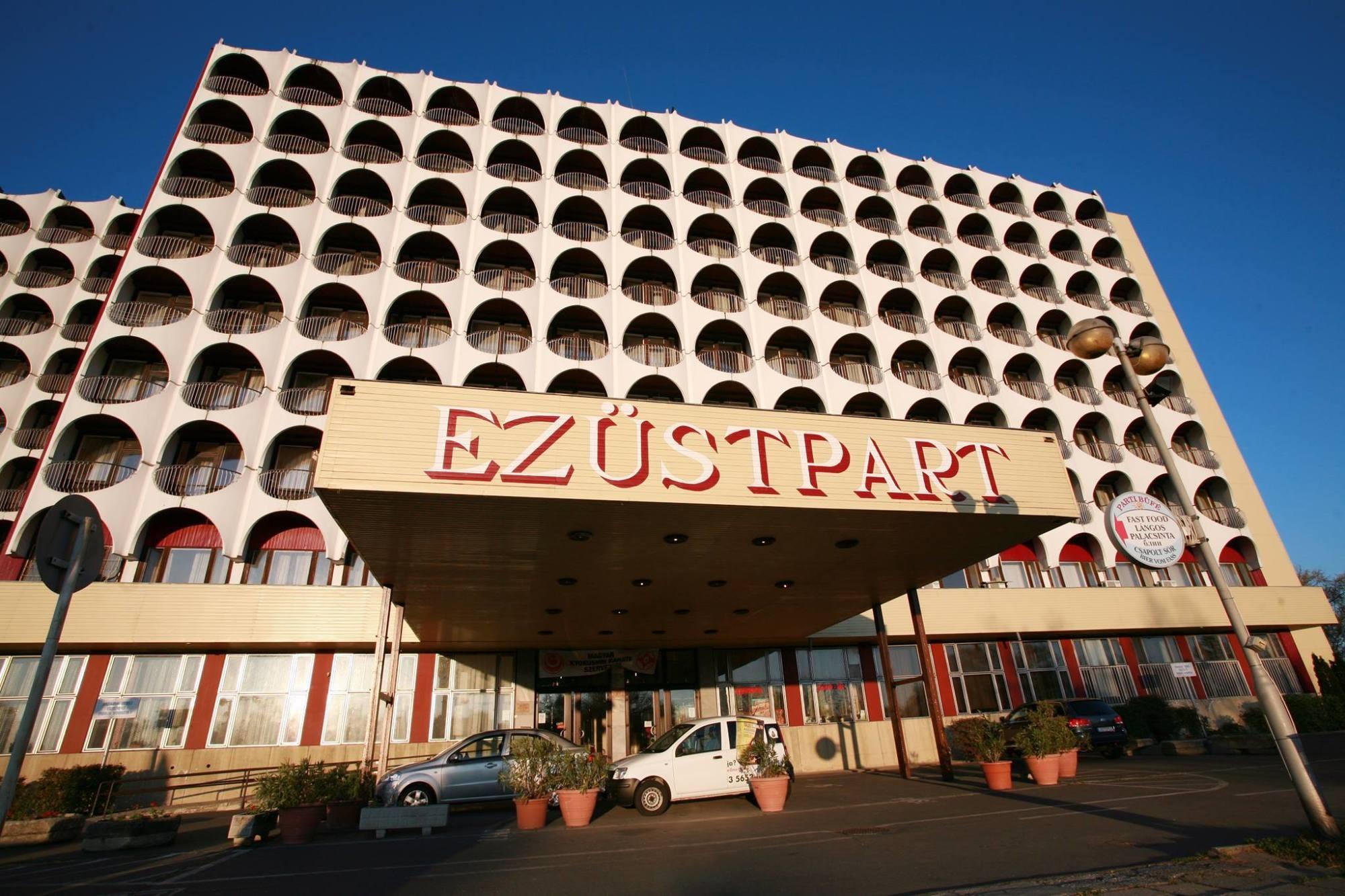 Panorámás lakások lesznek az Ezüstpart Hotelből
