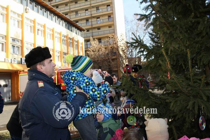 Ki ajándékozza meg a kaposvári tűzoltókat?
