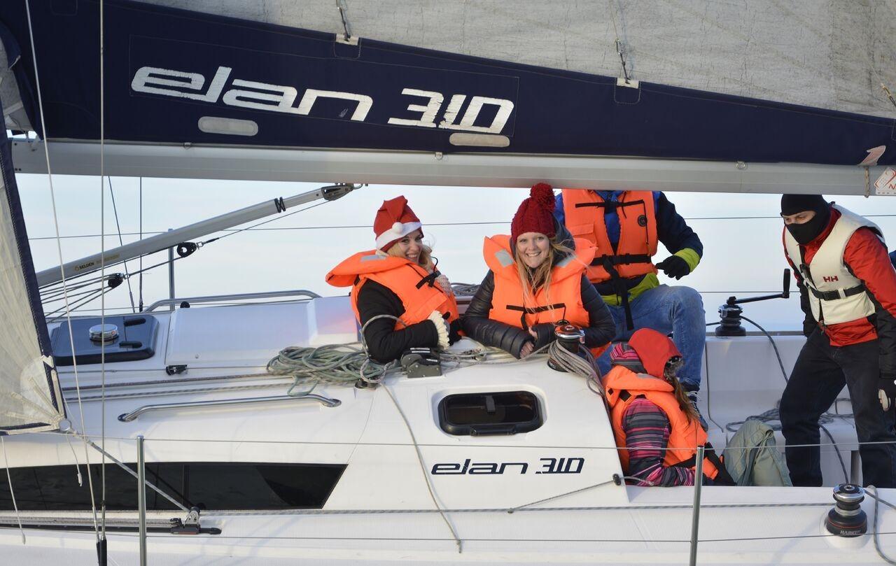A Mikulás Regattával indult a téli vitorlás versenysorozat Balatonlellén