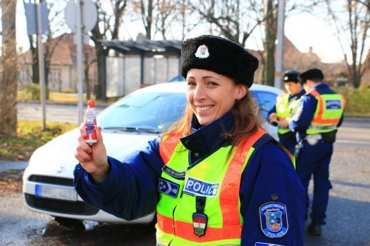 Közlekedésbiztonsági ellenőrzéseket tartottak Kaposváron, Siófokon és Barcson