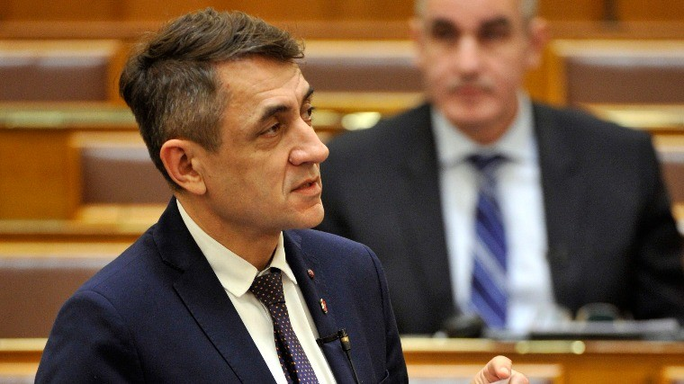 Egymilliárd forint a külhoni magyar családok éve Kárpát-medencei programjaira